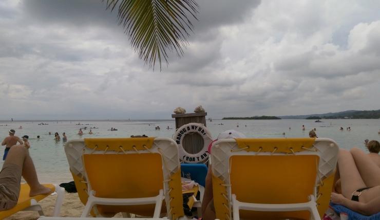 mahogany bay honduras beach